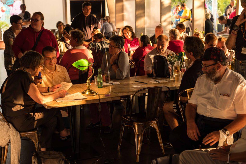 Renate Welsh liest Ohrenschmaus-Texte beim Fest der Begegnung von JaW